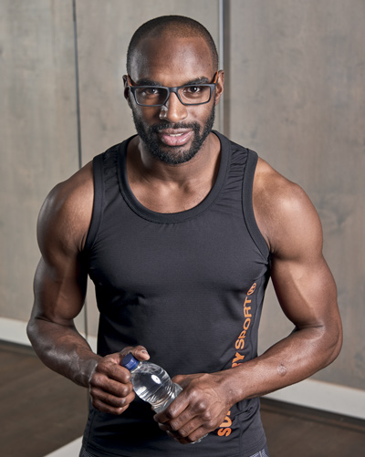 sexy-bodybuilder-with-glasses