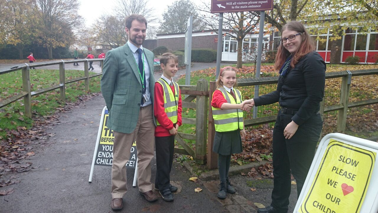Specsavers Rickmansworth donate high-visibility vests to Maple Cross JMI and Nursery School