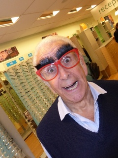 Don Maclean makes a spectacle of himself!
