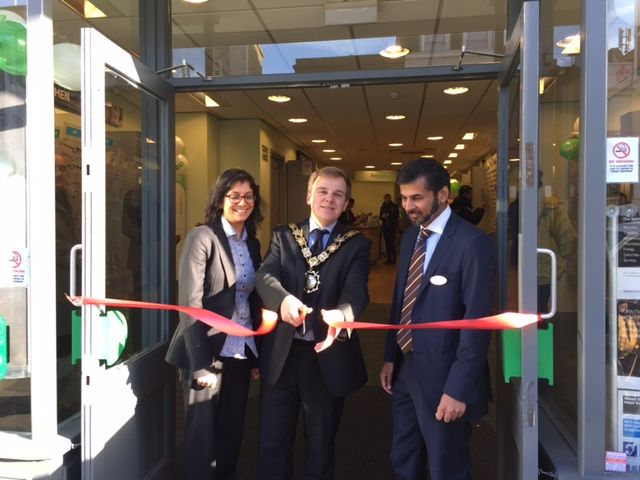The Mayor of Camden cutting the ribbon at Specsavers Camden