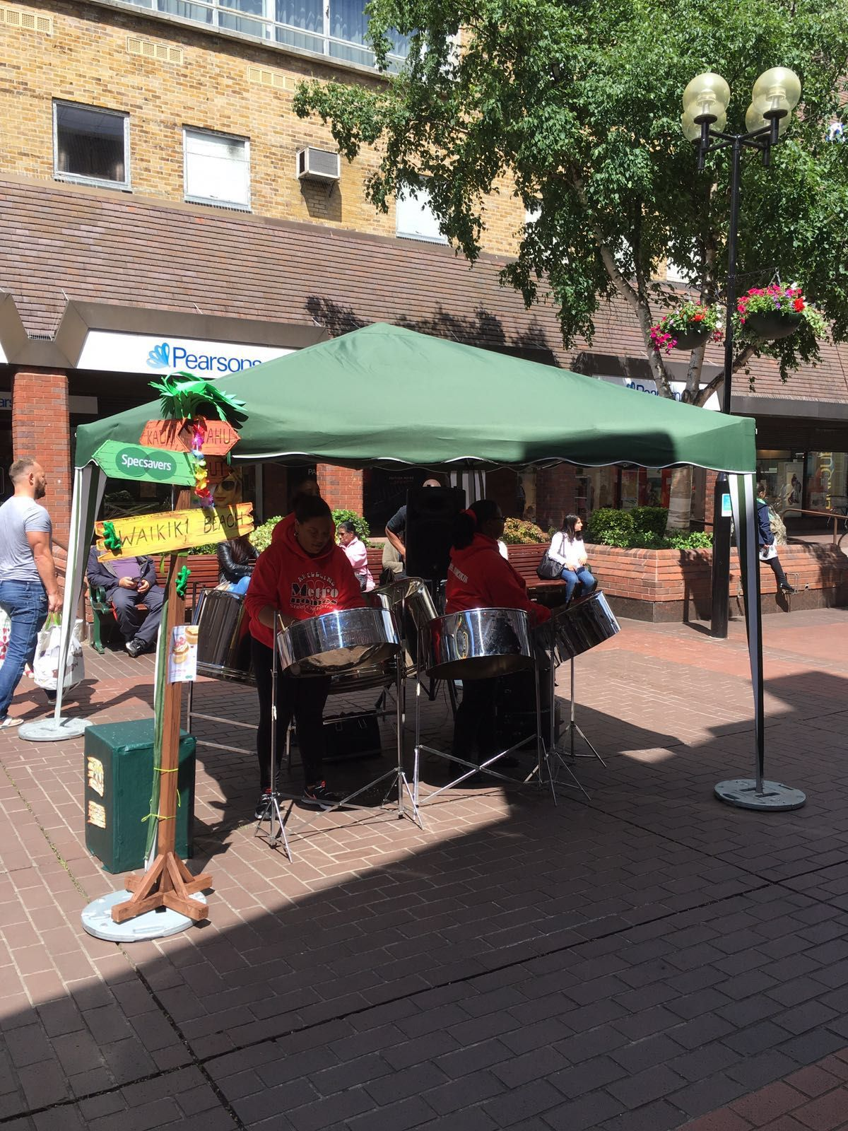 The steel drum performers really set the mood!